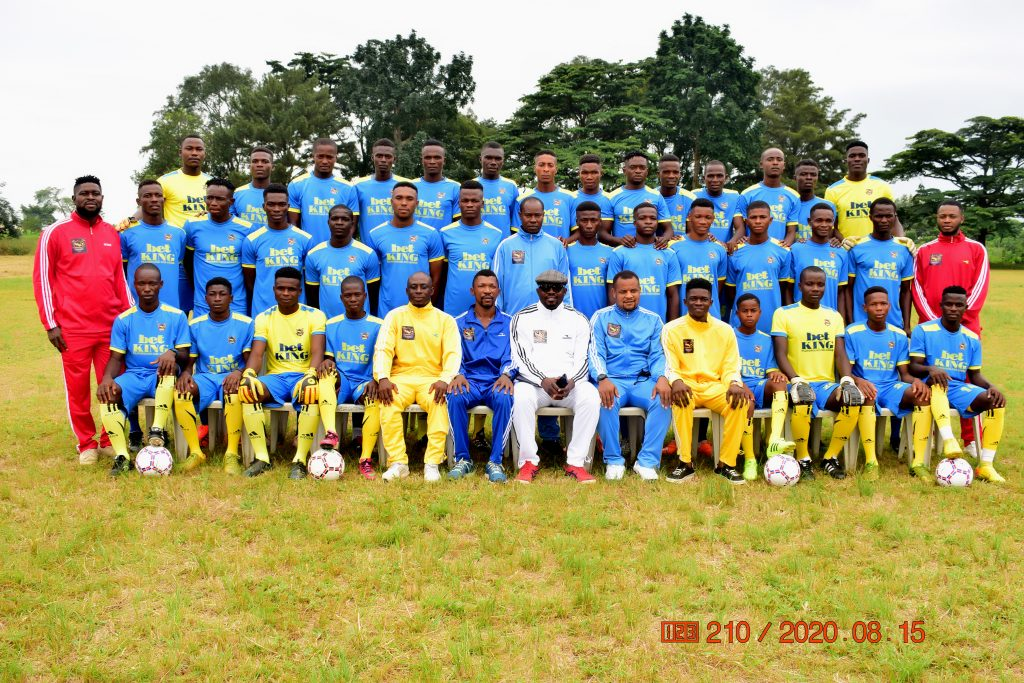 Players with Club Chairman, Coach  and Management Team